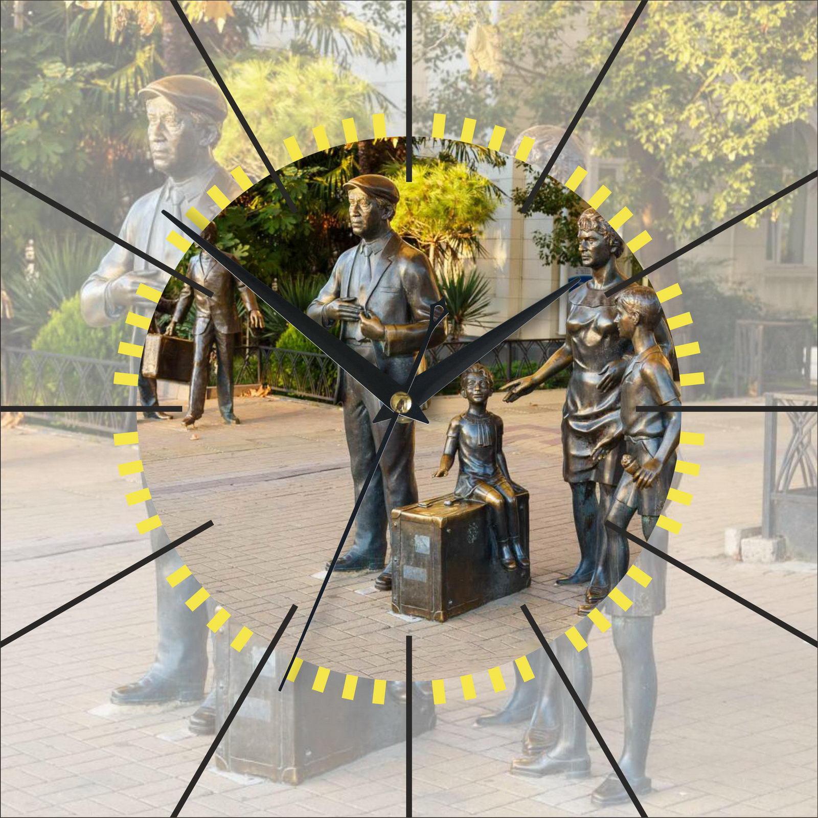 Часы настенные «Памятник Семен Семеновичу в Сочи»