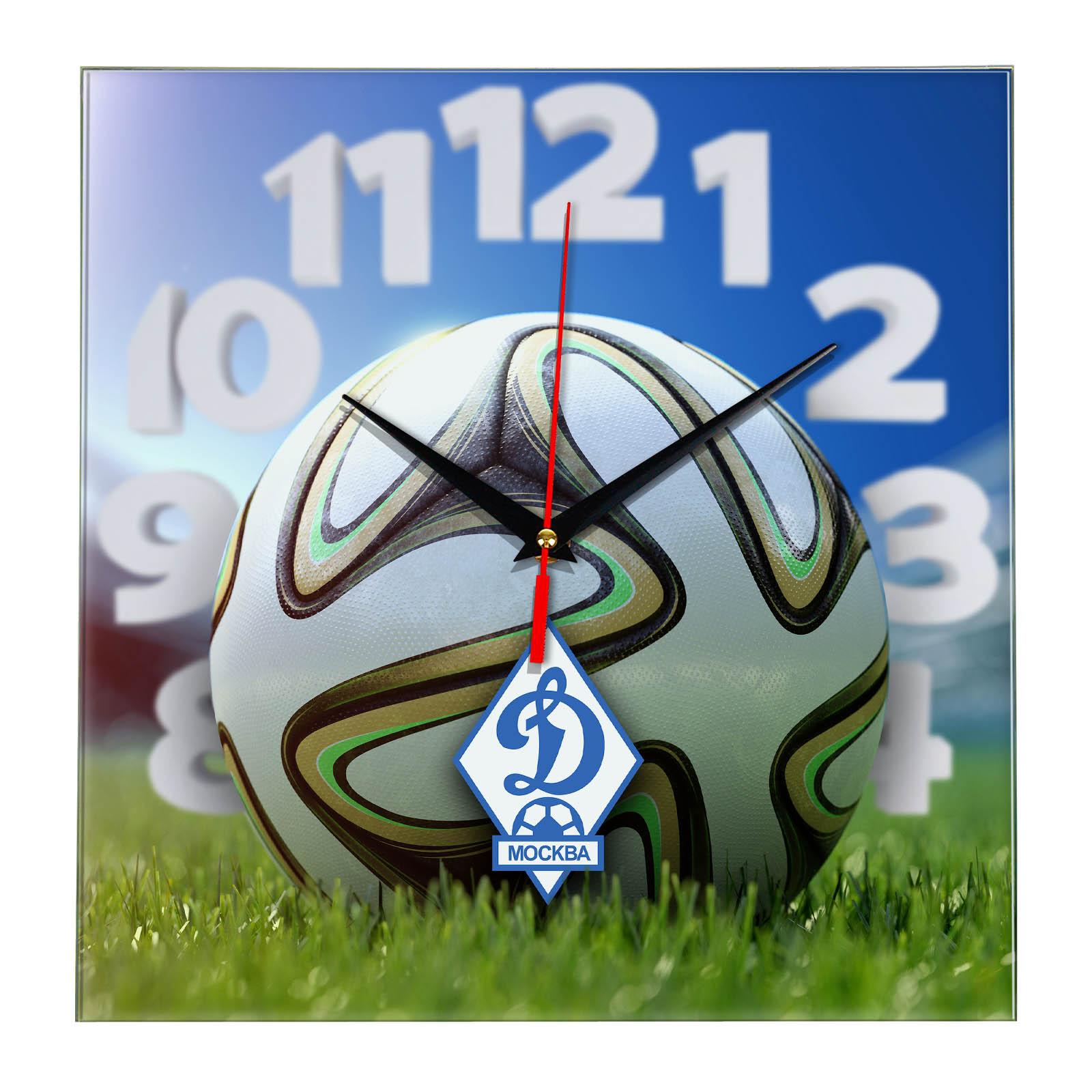 Настенные часы «На стадионе DINAMO MOSKVA»