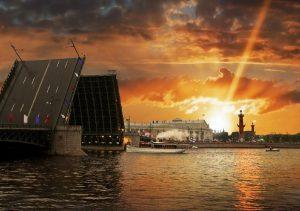 """Фото на стекле """"Рассвет в Санкт-Петербурге"""""""